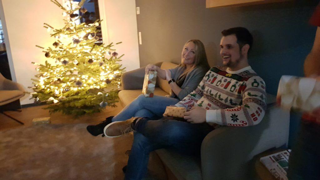 Weihnachtsfest Complex Aschaffenburg Weihnachtsbaum Geschenke Mitarbeiter